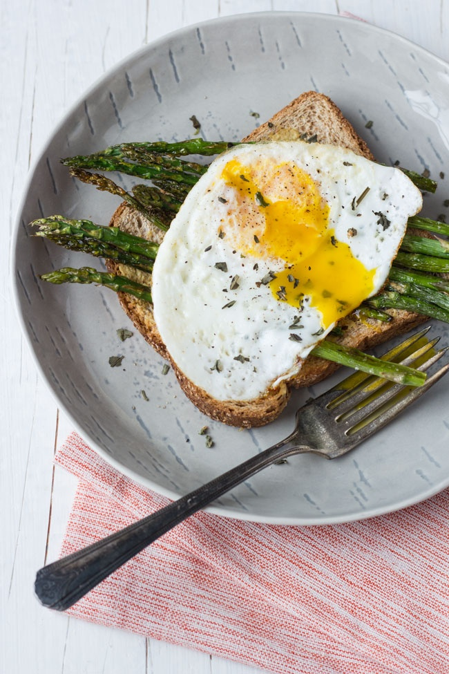 Asparagus And Fried Eggs On Garlic Toast Recipe — Dishmaps