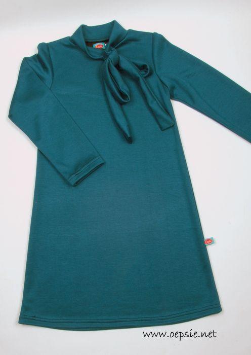kleedje petrol : heel mooi kleedje in een warme appelblauwzeegroene kleur de strik aan het verhoogd kraagje geeft het kleedje een iets elegants waardoor elke dag een feest wordt materiaal: dikke elastische stof ook beschikbaar in oker/gold