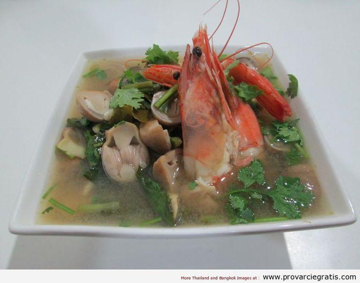 Ricetta Tom Yam Kung , zuppa di gamberi agro-piccante , il piatto piu' famoso della Thailandia - http://www.provarciegratis.com/cucina-thailandese/ricette-cucina-thai/tom-yam/ - by  Pier Sottojox -  #piattithaicongamberi #TomYam #TomYamKung #zuppathai