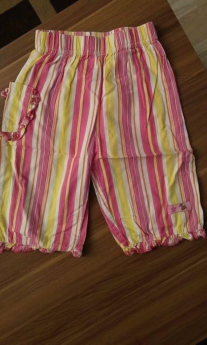 Leichte Sommerhose mit seitlicher Tasche
