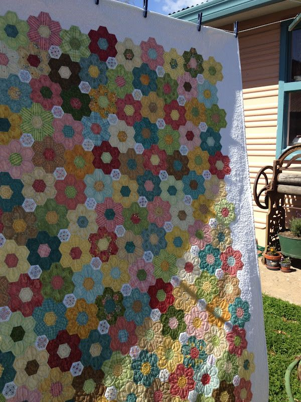 76 best Hexie quilts images on Pinterest | Hexagon quilting ... : finishing a hexagon quilt - Adamdwight.com