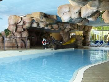 La piscina  Swimming pool