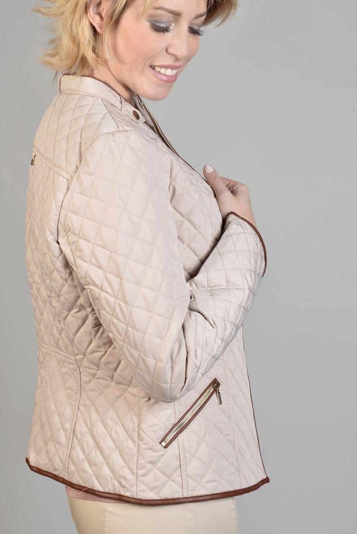 Nîmes parka  Réf :  16VE5512    Veste matelassée d'inspiration équestre confortable et casual. Les ganses en cuir cognac lui donnent une touche furieusement chic. Encolure arrondie et nippée devant ainsi que les poches. A porter avec un jeans ou une jupe.    #Antonelle  #clothing #lookoftheday #womenswear #blouson #newlook