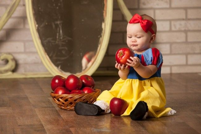 Snow White inspired fairytale baby (and 6 other fairytale photoshoots). Amazing creativity. Stunning photographs!