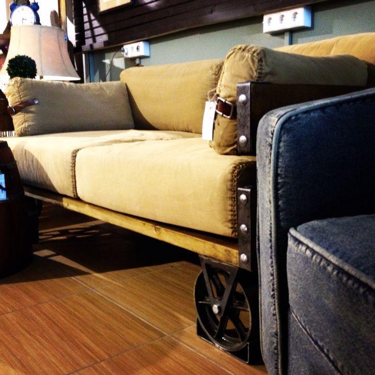 """Грубое деревянное основание, чугунные колеса, кожаные ремешки и очень удобные подушки - секрет диванов в стиле """"loft""""!"""