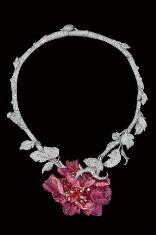 "Collection ""Le bal des roses"" de Dior Joaillerie. Gorgeous!"