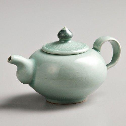 Handmade Celadon ceramic pot @ https://www.gokoco.com/gkc/home-accessories-decoration/artisan-handmade-celadon-ceramic-pot-by-seung-pyo-lee-made-in-korea.html #handmadeceramicpot #celadonceramicpot #celadonceramicartisan #homeaccessories #madeinkorea