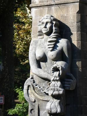Les Porteuses d'eau par Mariko. Lamalou-les-Bains. Hérault