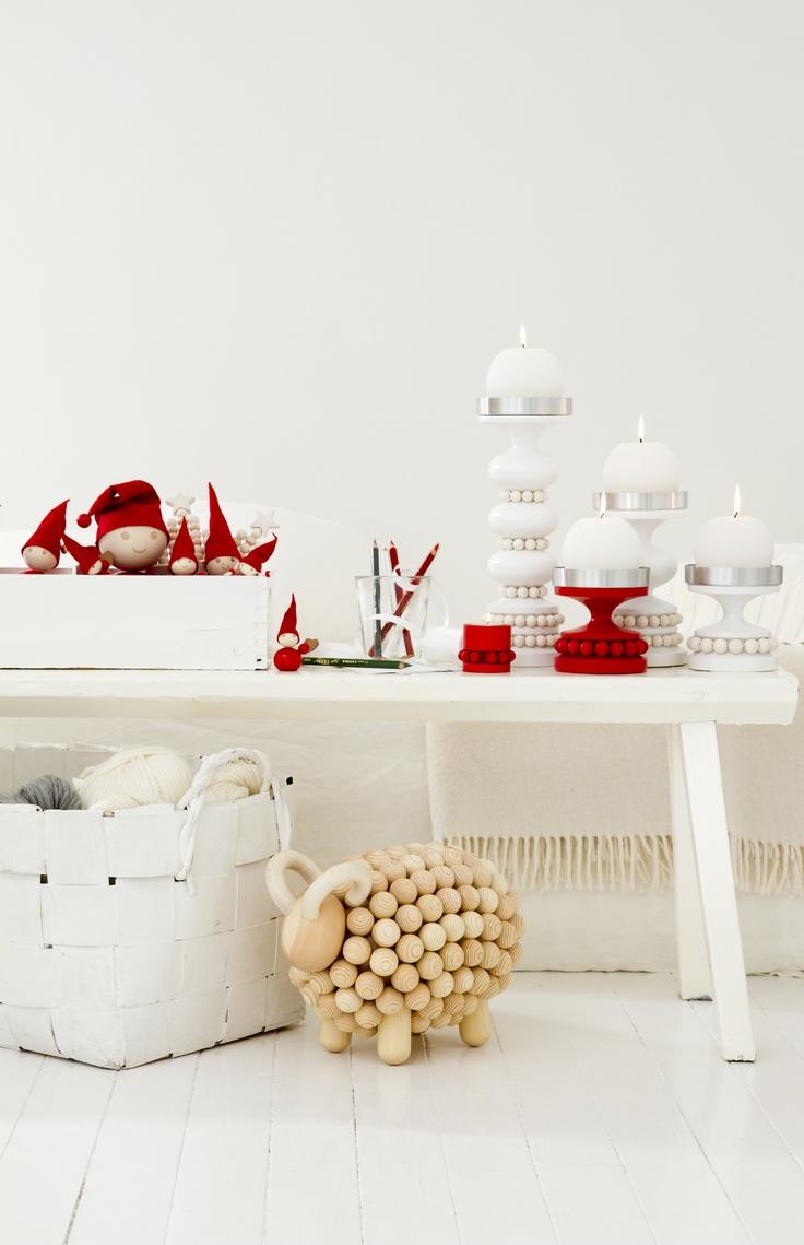 Dreaming those red and white candlesticks (Keisarinna & Ruustinna) by Aarikka.