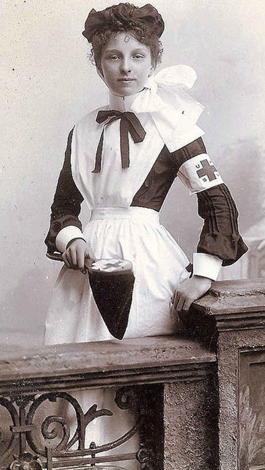 +~+~ Antique Photograph ~+~+   Lovely cabinet photograph of a young nurse.