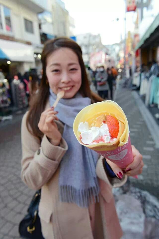 My favorite Harajuku Crepe #cafe #crepe #harajuku #tokyo #japan #japankuru #strawberry #cheesecake #pink #angel #food #snack #sweet