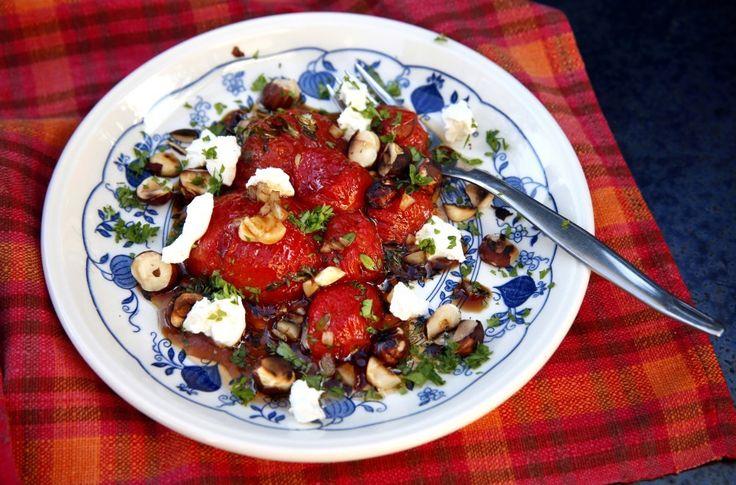 Confittomater med chevre, nøtter og persille