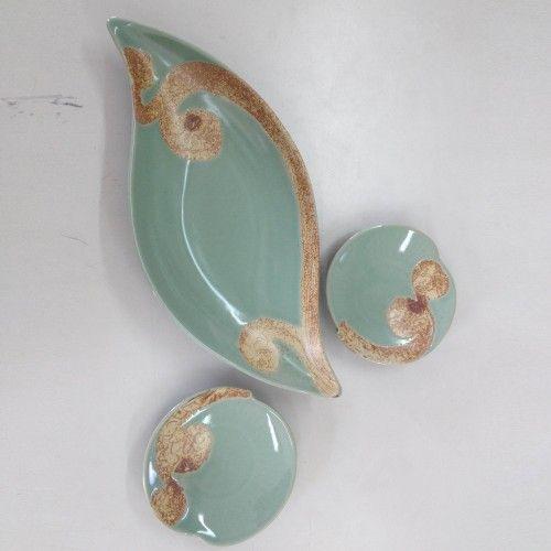 Artisan / Handmade Celadon crocketed ceramic wave plate set @ https://www.gokoco.com/gkc/home-accessories-decoration/artisan-handmade-celadon-crocketed-ceramic-plate-set-by-seung-pyo-lee-466.html #handmadeartisans #ceramicwaveplateset #crocketedplateset #homeaccessories #handmadeplateset
