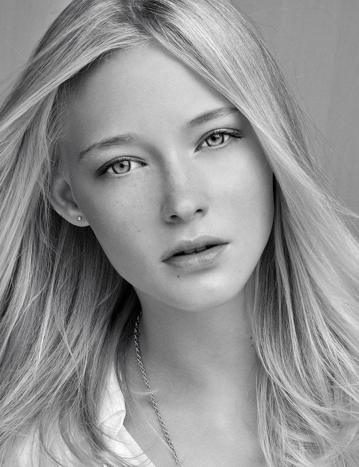 looks like a young Cate Blanchett kind of..