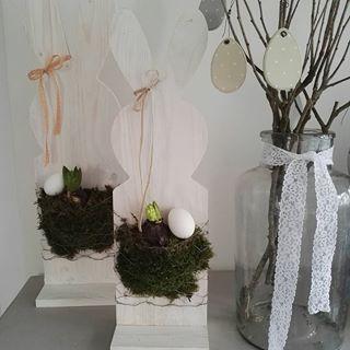 A műhelyben már dübörög a tavasz, idén ezekkel az ajtónyuszikkal készülünk. Egyszerű de nagyszerű. Rendelhetsz natúr változatban ha te szeretnéd lefesteni 😉 #nyuszi #tavasz #jácint #ajtódísz #flowers #springdecor #easterdecor #rabbit #whiteliving #whitespring