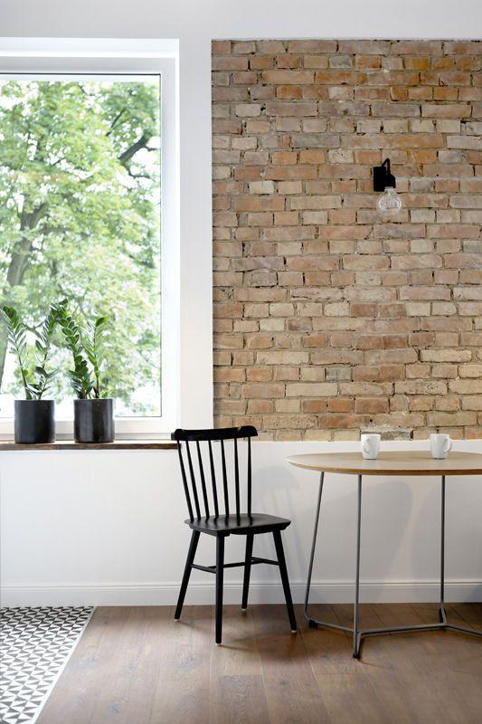 Ceglana ściana w skandynawskim stylu / Brick wall in scandinavian style.