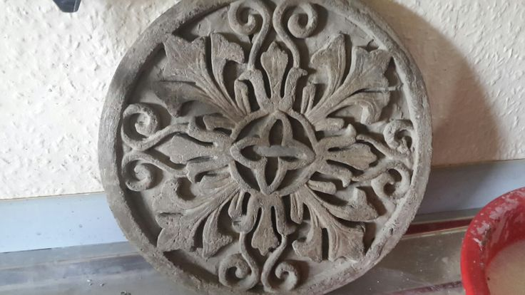 Ornament Platte aus Beton  Beton und alles was man daraus machen kann. Diese Sachen sind alle von mir hergestellt und können auch bei mir zu einem günstigen Preis erworben werden. Es können auch spezielle Wünsche und Farben angefragt werden.