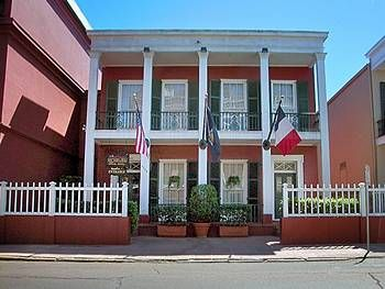 Le Richelieu in the French Quarter   3 out of 5 Star Rating   1234 Chartres St   New Orleans, LA 70116