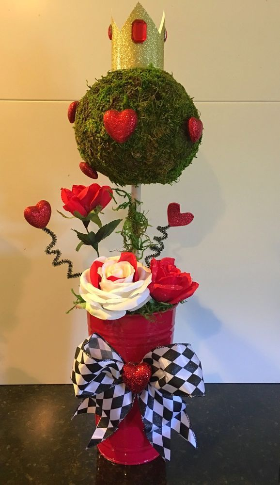 Alice In Wonderland Queen Of Hearts Centerpiece 23x6 Inches #Unbranded