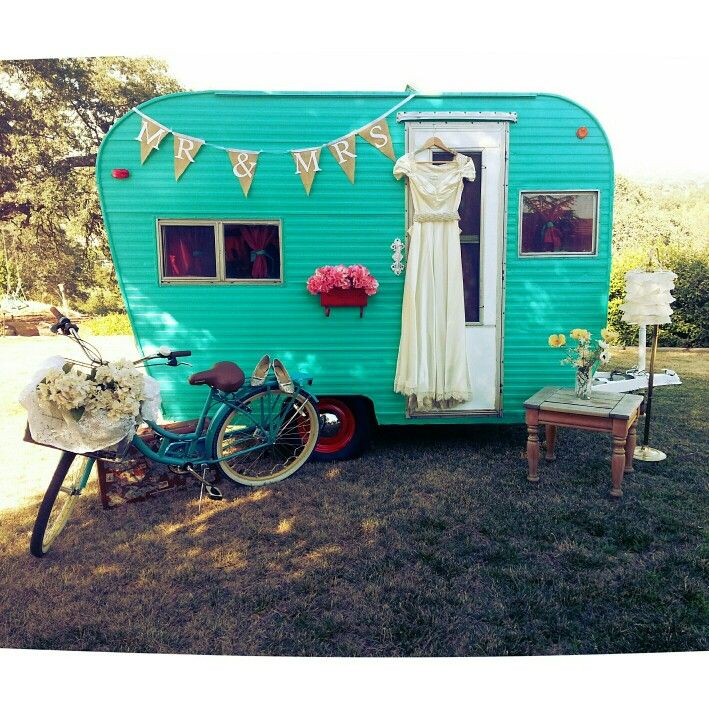Vintage trailer for your wedding photobooth!