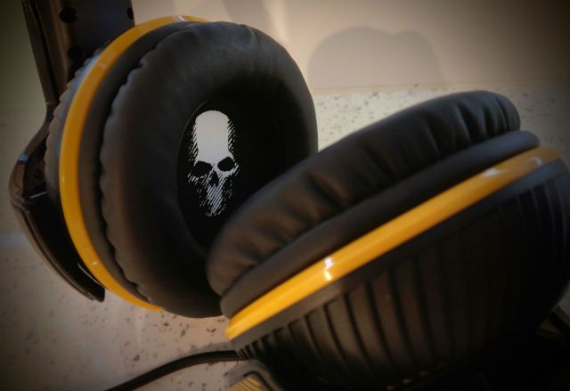 Thrustmaster Y-350X 7.1 Powered Ghost Recon Wildlands Edition headset for Xbox One Review There are cheap single-ear headsets, there are twin cans that cover you from the outside world and there are stupidly expensive mixable units which deliver every audio and technological advancement in one go. Yes, your choice of gaming headset has never been larger. At least if you have the spare cash...