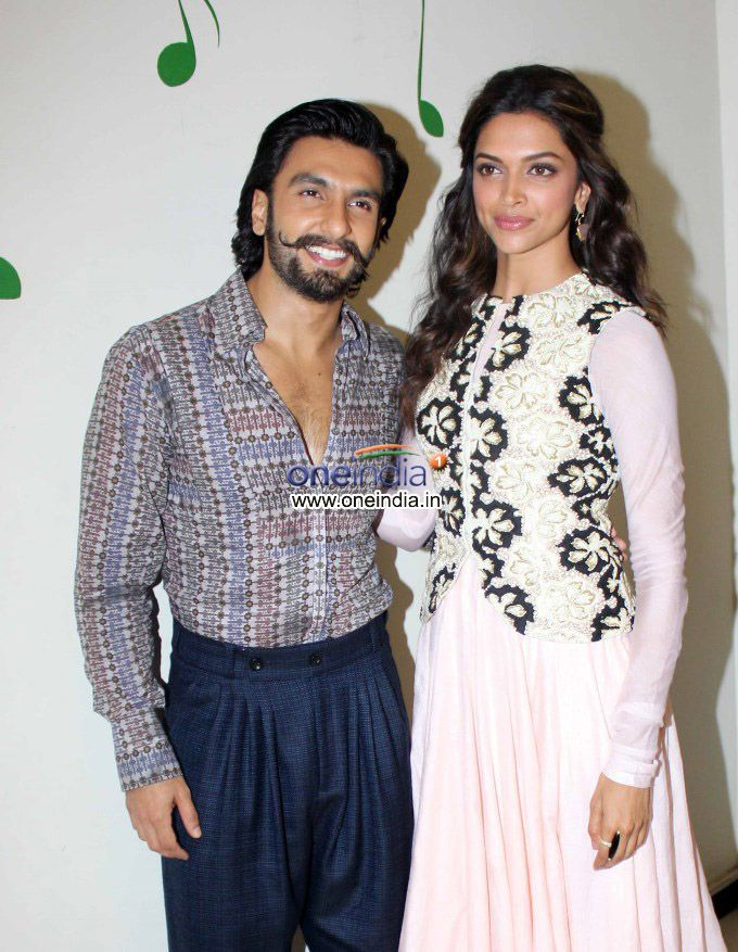 Is Ranveer Singh Is Shorter In Height Than Deepika Padukone Clearthedoubt Source Photos Filmibeat Com Bollywoo Bollywood Movies Bollywood Couples Bollywood