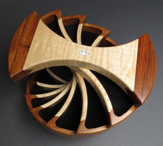 Jewelry Box, Rosewood and Maple, 'The Helical Box'. It gives me a great inspiration for future boxes!!!