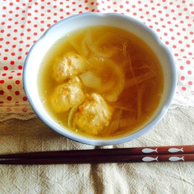 春雨スープダイエットにハマった時に. 痩せたいけどお肉食べたい…(>_<) っていう時にさっぱりとした鶏肉ミンチに野菜をたっぷりいれて鶏つみれを作って中華味に仕上げたスープに入れました - 4件のもぐもぐ - 鶏つみれスープ by rnnn1135