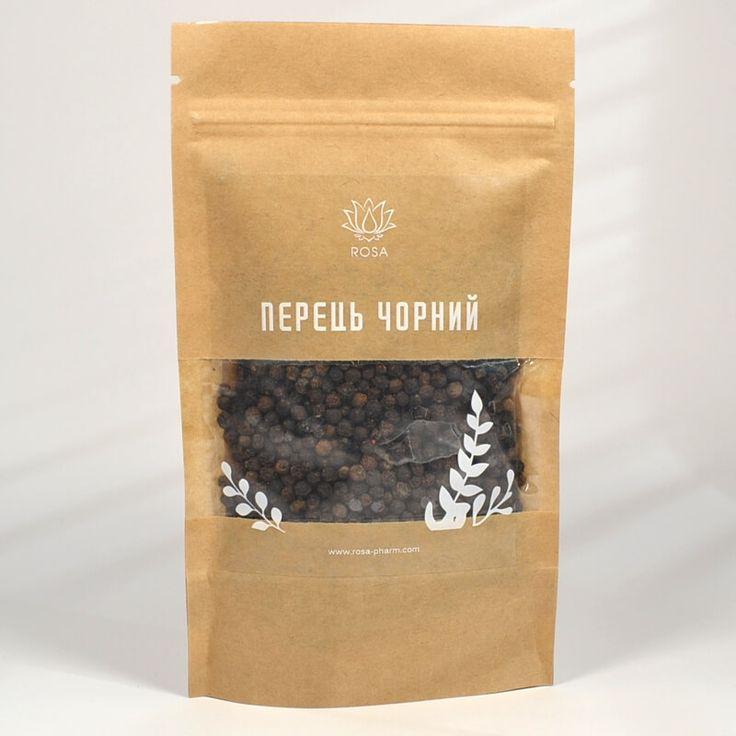 Перец черный (Píper nígrum) Перец черный используют в кулинарии и в целом, и молотом виде. Он универсален и подходит абсолютно ко всем основным блюдам, супам, закускам, приправам и соусам. Его можно добавляется и в сладкие блюда, чай, кофе для придания пикантного вкуса. Обладает антисептическими, противомикробными, антиоксидантными, тонизирующими, согревающими и антиспазматическими свойствами. Оказывает легкое мочегонное и желчегонное действие.