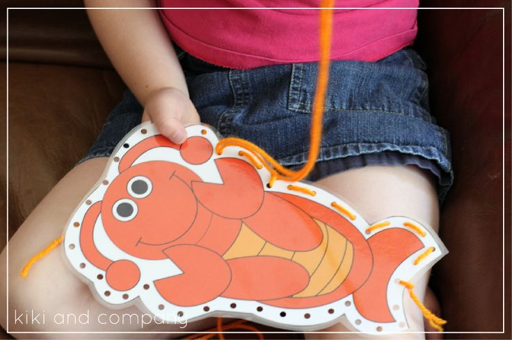 Tarjetas para aprender a coser inspiradas en el verano >> teach your kids to sew with these free sewing cards. perfect activity for the summer!