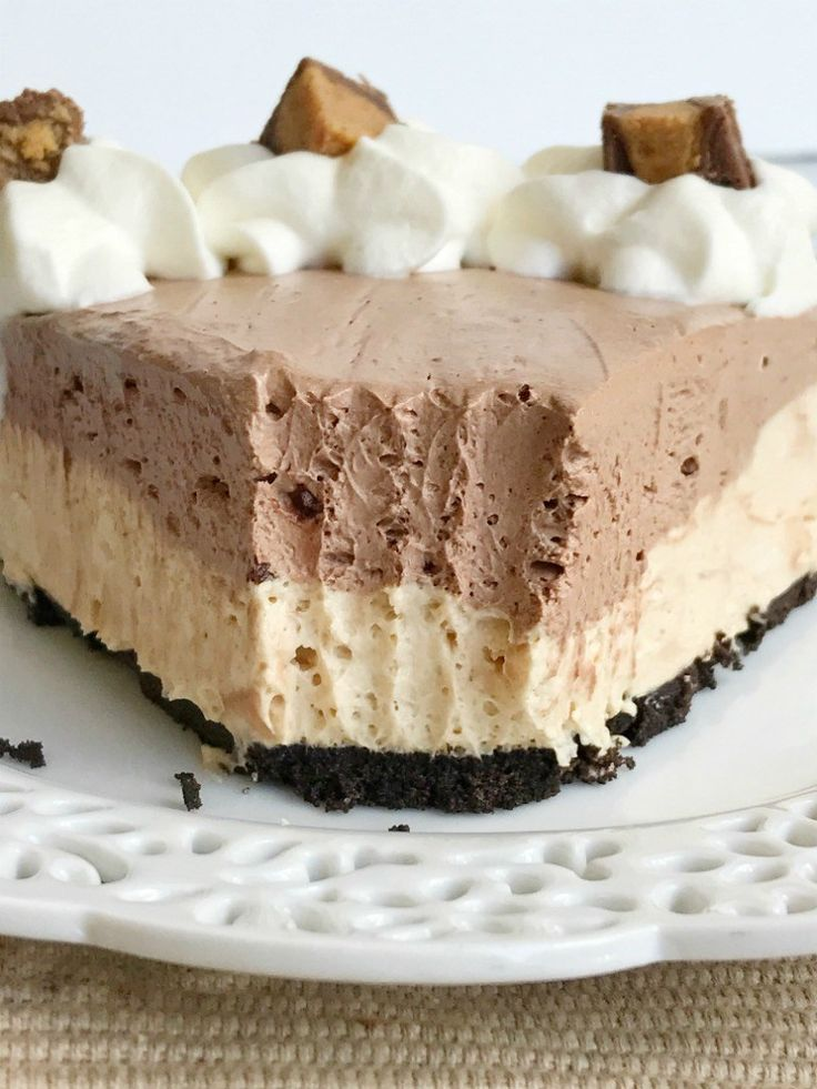 You won't believe how easy this {no bake} chocolate peanut butter cheesecake pie is to make! Uses a premade Oreo crust, filled with a creamy peanut butter cheesecake, and then topped with a layer of creamy chocolate cheesecake. Only takes minutes to make and it's a crowd favorite. This pie tastes just like a Reese's peanut butter cup.