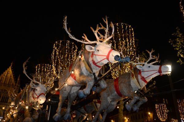 Chars scintillants et cadeaux: la Parade de Noël à Bruxelles en images | Bruxelles - 2016
