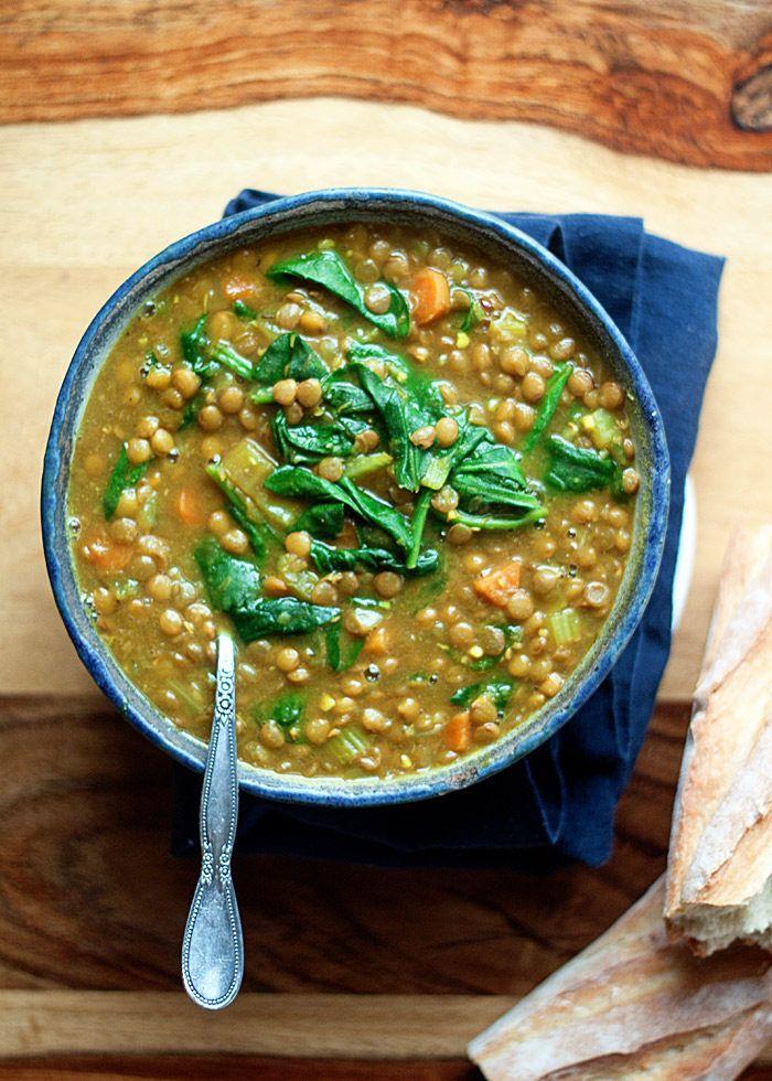 receta instantánea Pot vegano de oro de lentejas y espinacas sopa - Lentejas, la cúrcuma, la espinaca y se unen en esta sopa llena de sabor que se cocina hasta súper fácil - justo en la olla a presión.