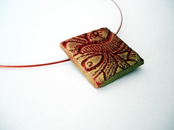 Qing ooak polymer clay pendant in metallic gold and red by Joogr, €15.80