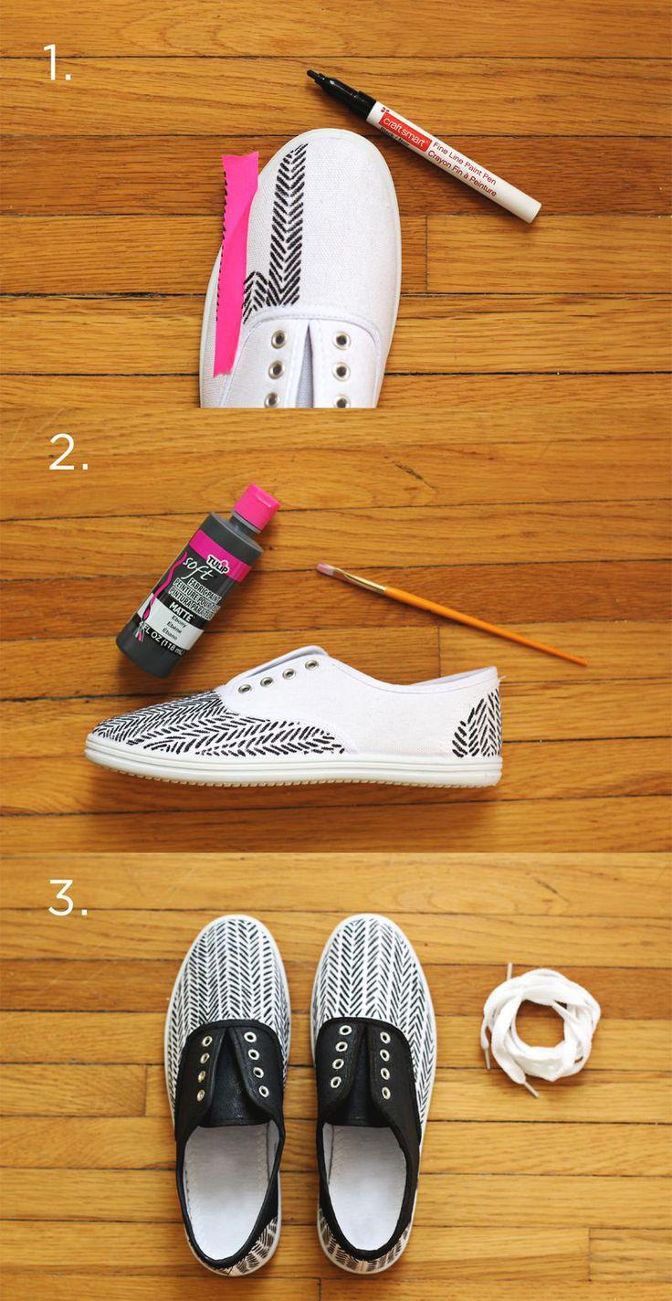 #DIY sneakers via @Elyse Woodbury Pehrson Larson of A Beautiful Mess | Leef je uit met een textielstift op een witte canvas schoen