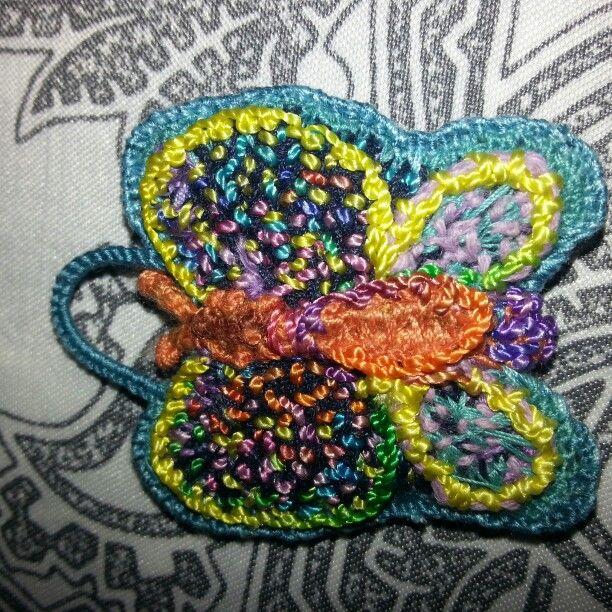 FARFALLA ciondolo ricamata in seta in stile TEMARI......altra mia creazione!