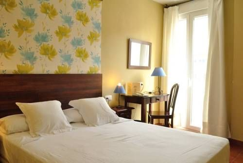 Hostal La Andaluza San Fernando Hostal La Andaluza is located in San Fernando, just 8 minutes' drive from Cádiz and Camposto Beach. It offers a 24-hour reception, free Wi-Fi zone and air-conditioned rooms with a private bathroom.