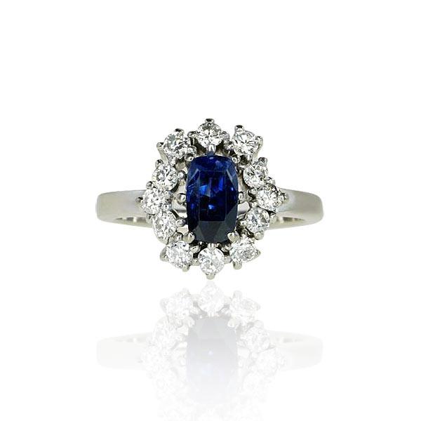 Sapphire Brilliant Ring   Saphir-Brillantring mit 1,402ct ovalem Saphir, 0,775ct Brillanten in Weissgold