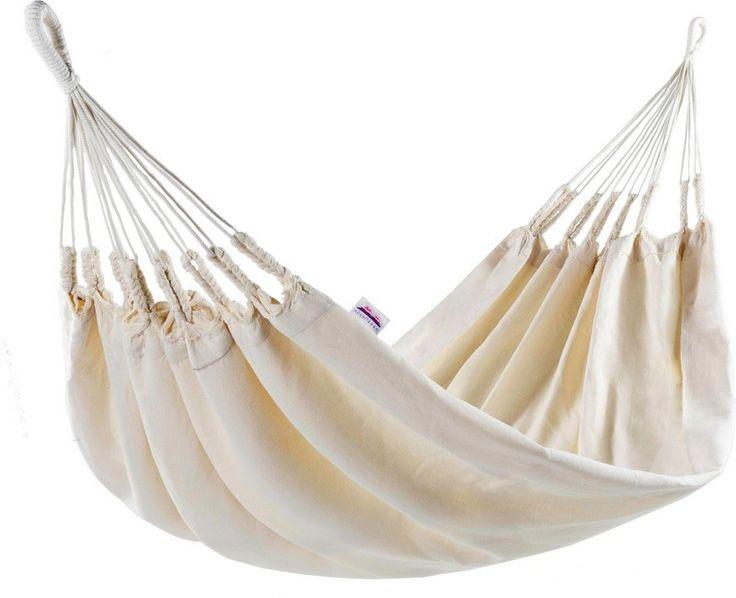 Naya Nayon La Quiteña 1-persoons hangmat  La Quiteña voor één persoon De 1-persoons hangmat La Quiteña is vernoemd naar de elegante inwoonsters van de hoofdstad van Ecuador Quito. Deze hangmat is namelijk gemaakt door de Otavalo-indianen uit Ecuador. Zij hebben deze hangmat gemaakt van 100% ongekleurde katoen dat dik geweven is zodat deze hangmat jarenlang meegaat. Deze hangmat van Naya Nayon wordt gekenmerkt door een eenvoudig en elegant design. In deze 1-persoons hangmat kan je heerlijk…