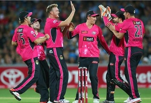 Sydney Sixers has won 1st semifinal of 2014-15 big bash against Adelaide Strikers by 87 runs. SYS qualifies for the BBL 04 final to be played on 28 January.
