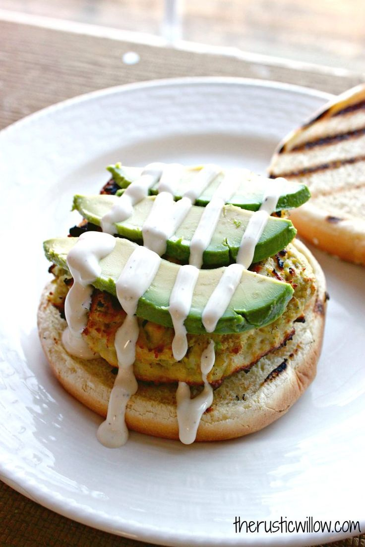 8. Avocado, Feta, and Ranch Chicken Burgers #healthy #fast #dinners http://greatist.com/eat/easy-dinner-recipes