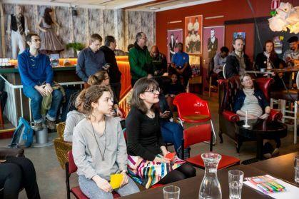 Ensimmäinen Joensuussa järjestetty englanninkielinen vaalikeskustelu veti hyvin yleisöä Ravintola 60´s Palaverin yläkertaan, joka miltei täyttyi monenkirjavista ihmisistä.