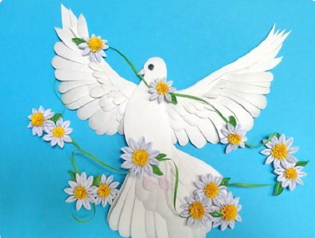 Открытка с объемными голубями