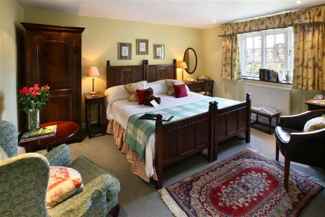 Burford House's 8 charming bedrooms each have their own personal array of antique furniture, pictures and porcelain. Stay in this small hotel: http://bit.ly/1MSZu2w #relax #Cotswold #Burford #townhouse #special