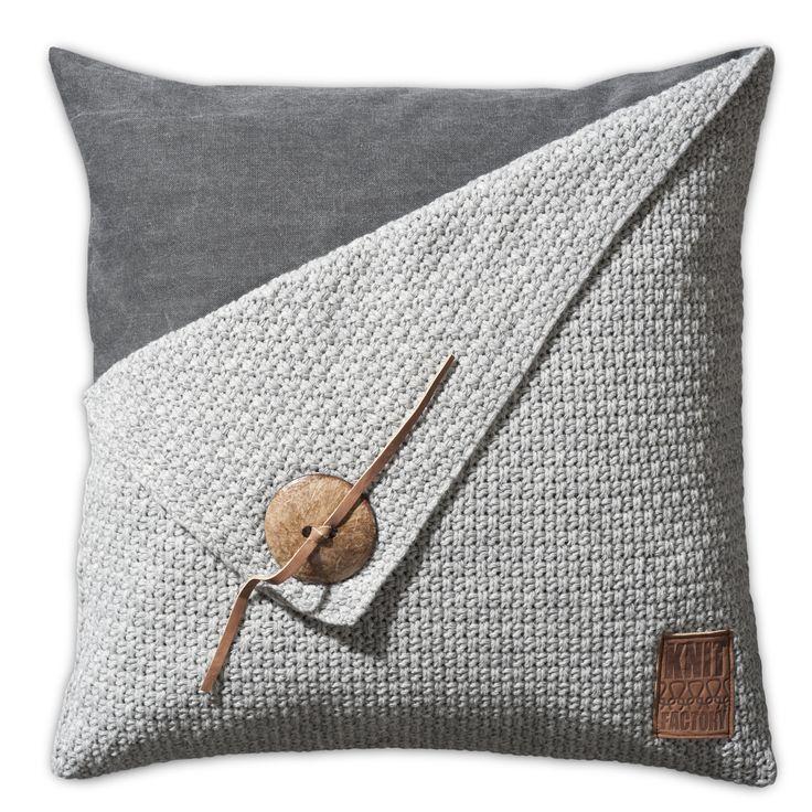 Pillow 50x50 - Gerstekorrel light grey by Knit Factory www.knitfactory.nl