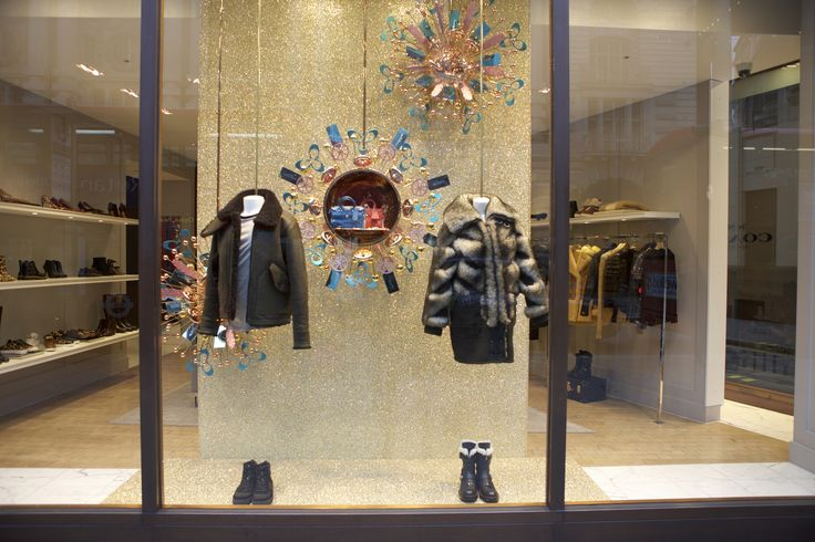 All that glitters is gold in the @coach #Christmas display on #RegentStreet.
