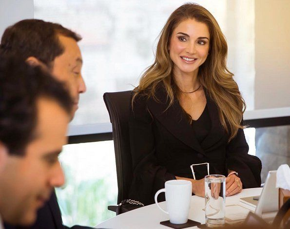 http://www.newmyroyals.com/2017/10/queen-rania-attended-board-meeting-of.html