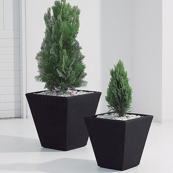 Crescent Garden Gramercy Square Planter (750 DKK) ❤ liked on Polyvore featuring home, outdoors, outdoor decor, black, garden patio decor, outdoor garden decor, lightweight planters, black planters and garden planters