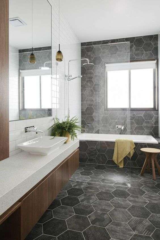 Oltre 25 fantastiche idee su piastrelle del bagno grigie for Piccole planimetrie del bagno mansardato