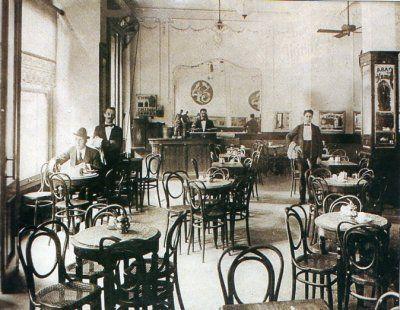 Cafe De Los Inmortales, Corrientes 922. Early 20th century.